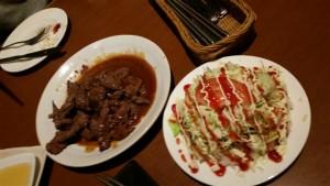 ステーキとタコライス